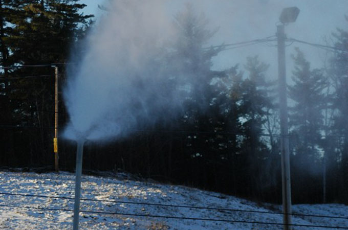 Snowmaking at Mount Pakenham\